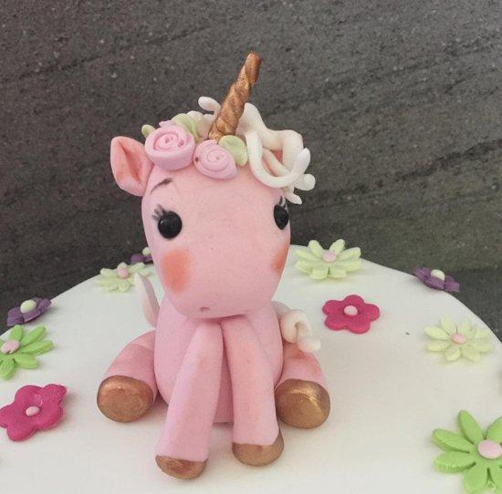 unicorn-cake-topping