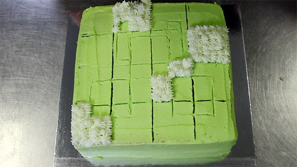 easy-piping-minecraft-cake