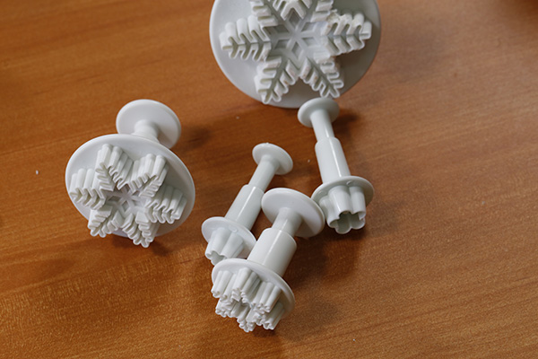 snowflake-plunger-cutter-set