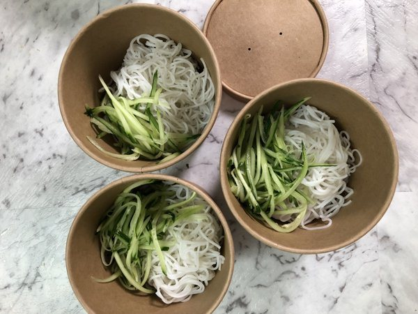 how-to-make-vietnamese-spring-rolls-rice-noodle