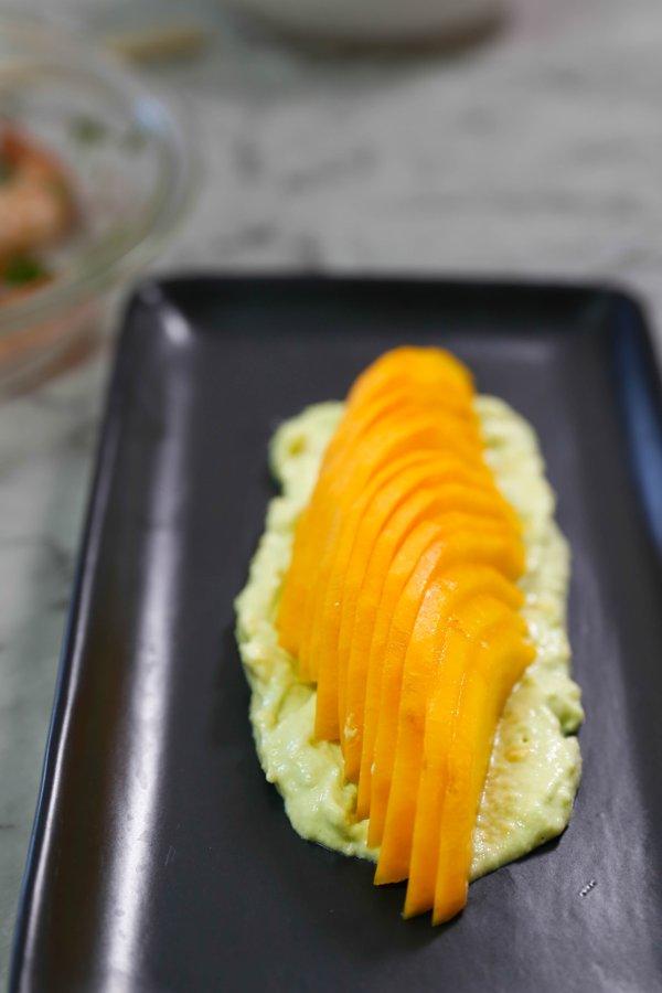 avocado-prawn-salad-step-by-step