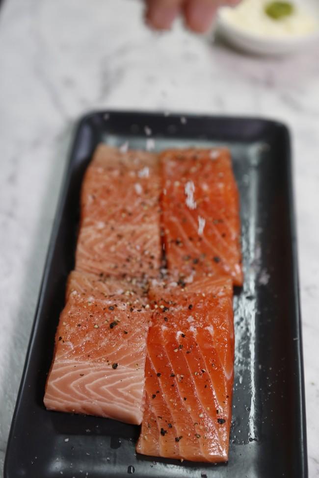 Seasoning salmon fillets