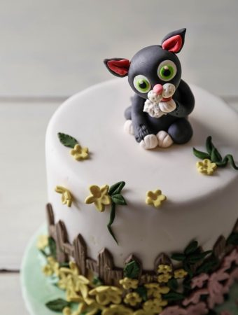 Cute Fondant Sitting Cat
