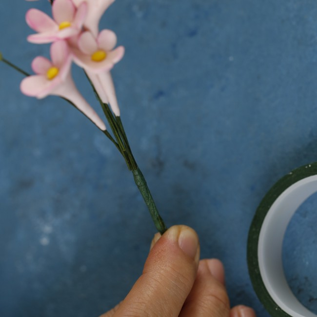 step-28-to-make-pulled-tiny-gumpaste-flowers