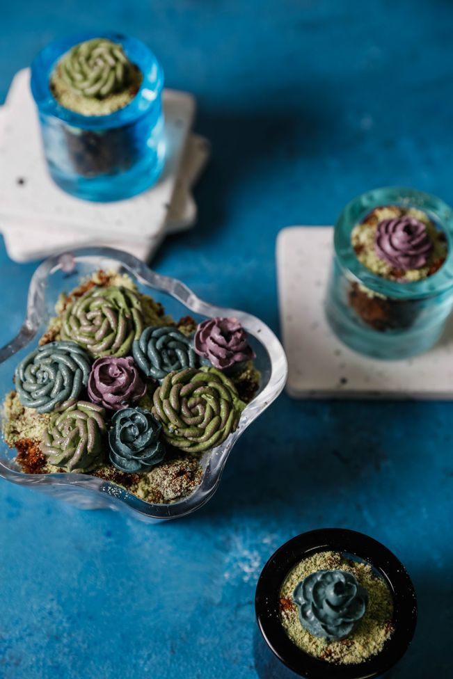 buttercream-succulents-cake-decoration